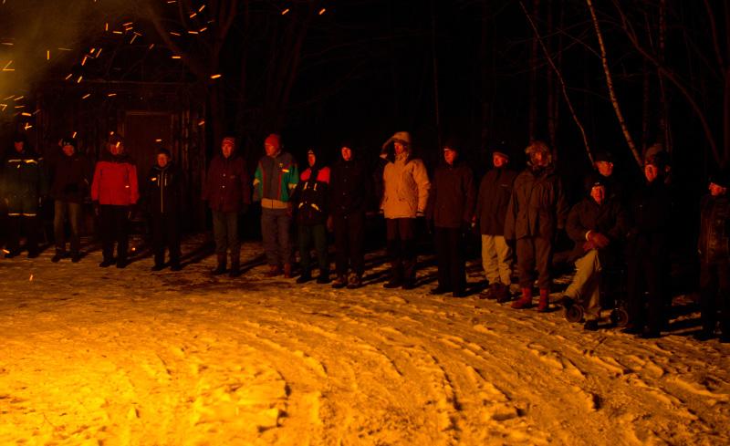 Skogskarlarna har åter bildat ring vid det traditionella bålet.